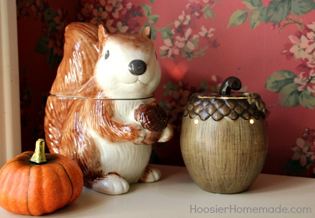Foyer Decorating Ideas for Fall | on HoosierHomemade.com