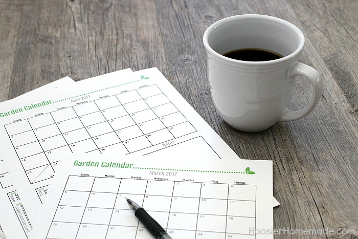 GARDEN CALENDAR 2017 | Printable Yearly Garden Calendar with tasks for each month | Learn when and how to take care of your lawn + landscape