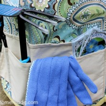 How to Make a Garden Tool Bucket Fabric Cover :: Full Instructions with photos on HoosierHomemade.com