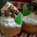 Gingerbread House Cupcakes | Instructions on HoosierHomemade.com