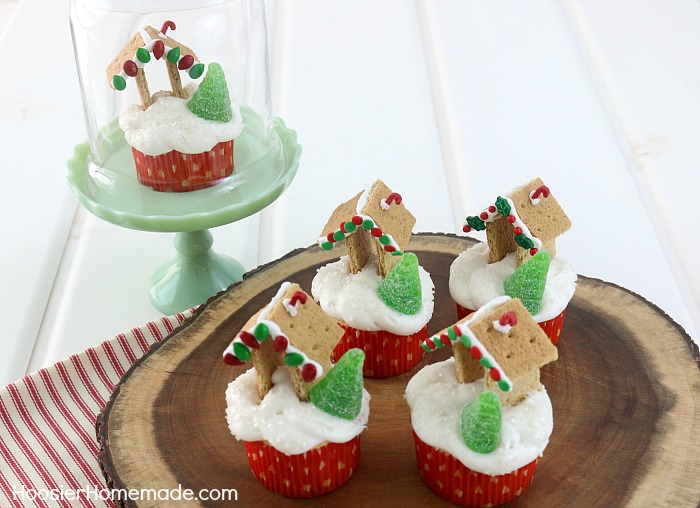 GINGERBREAD HOUSE CUPCAKES -- Learn how to make these adorable little Gingerbread Houses! They are perfect for cupcakes, desserts, or to put on the side of your hot cocoa mug!