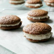 Gingerbread-Whoopie-Pies2.220