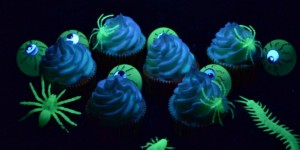 Glow-in-the-Dark-Cupcakes-feature