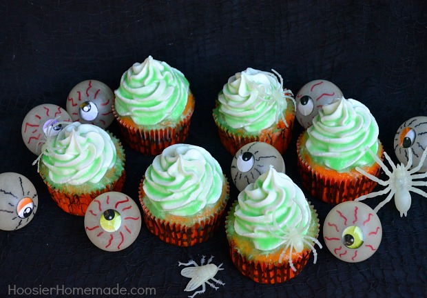 Be a Rock Star Mom and make these easy Glow in the Dark Cupcakes with just a few simple ingredients. Fun Halloween Party Food or dessert for Halloween Dinner at home.