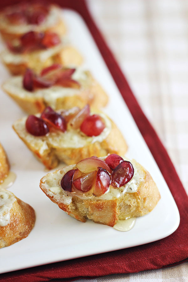 Grape Crostini Appetizer