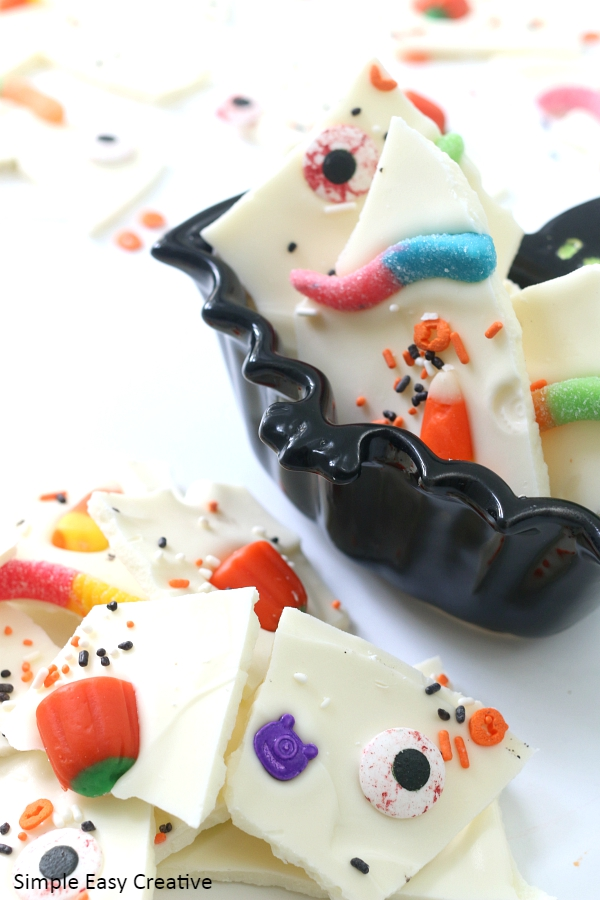 EASY HALLOWEEN CANDY BARK