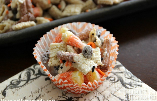 Halloween-Candy-Corn-Party-Mix-Cup