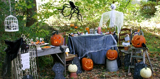 halloween party on a budget hoosier homemade - Decorating For Halloween On A Budget