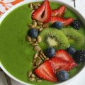 Healthy-Tropical-Smoothie-Bowl.FEATURE