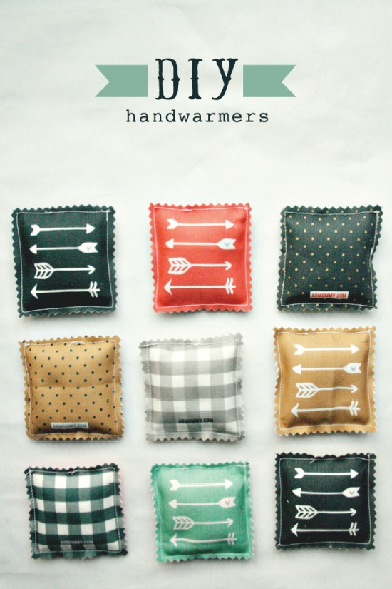 Perfect for Christmas, these DIY Handwarmers are an easy homemade Christmas gift. Perfect to add to a basket with a mug and some hot cocoa.
