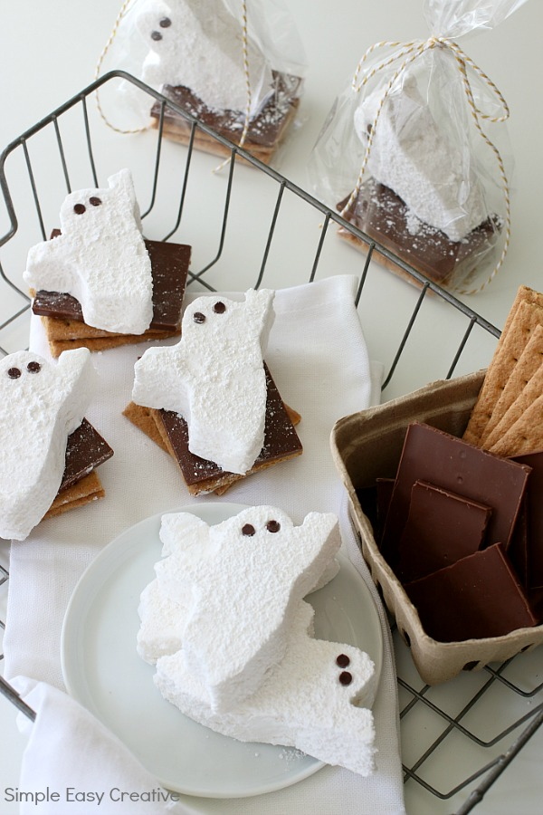HALLOWEEN S'MORES WITH HOMEMADE MARSHMALLOWS