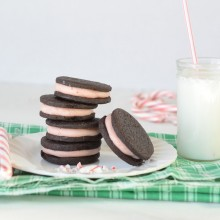 Homemade Oreos with Candy Cane Cream: 100 Days of Homemade Holiday Inspiration on HoosierHomemade.com