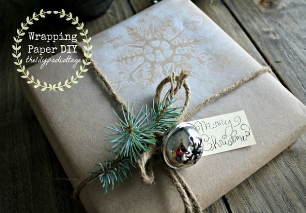 This Homemade Wrapping Paper is quick and easy! Add a special touch to your presents with these easy painting technique! Pin to your Christmas Board!