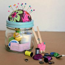 Homemade-sewing-kit-mason-jar-Christmas-gift-idea-5.220
