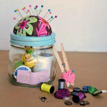 Homemade-sewing-kit-mason-jar-Christmas-gift-idea-5.220