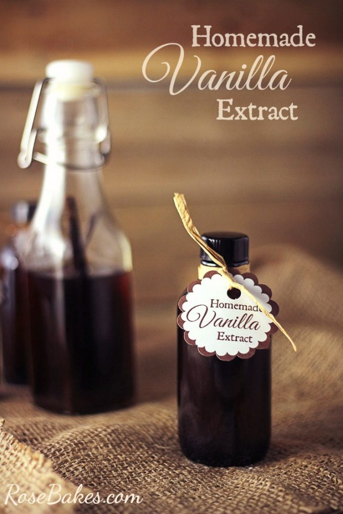 How to Make Homemade Vanilla Extract- the perfect DIY Christmas gift for everyone on your list!