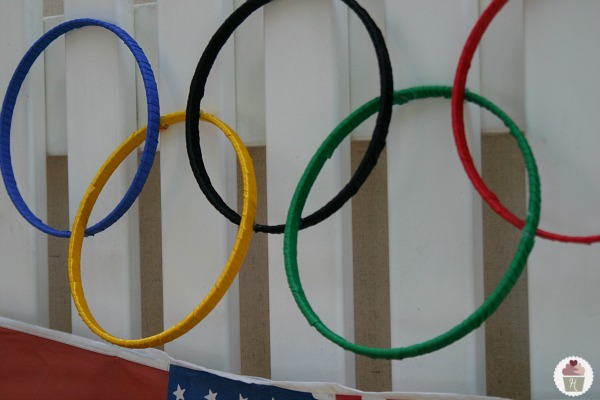 How-to-make-Olympic-Rings-Decoration