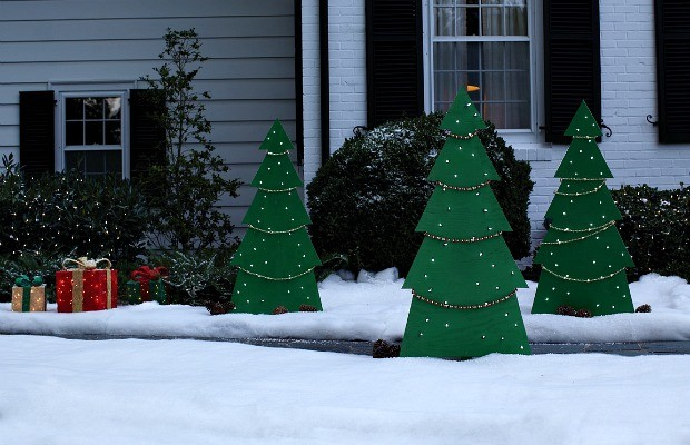 Home Depot Christmas Decoration Ideas: DIY Lighted Holiday Yard Tree