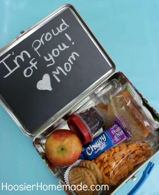 Back to School Craft: Lunchbox Chalkboard :: Instructions on HoosierHomemade.com