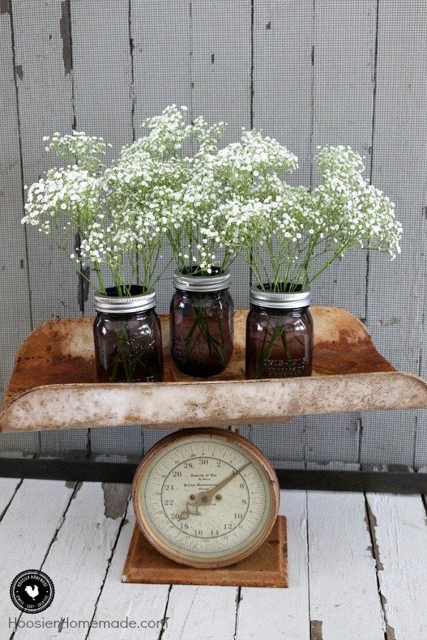 Spruce up your home, decorate for a party or make these Mason Jar Centerpieces for gifts! They are quick, easy and take only about 5 minutes to put together! Gotta love that!