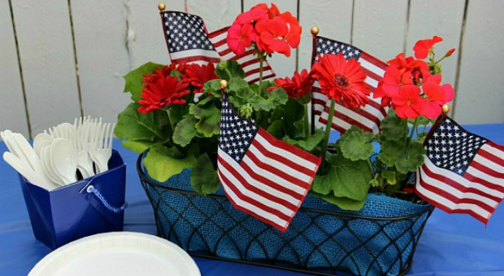 Simple Patriotic Table Centerpiece