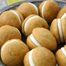 mini-pumpkin-whoopie-pies-feature