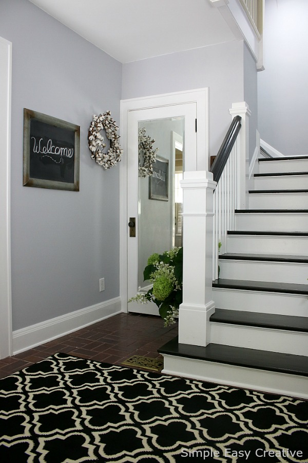 MODERN FARMHOUSE FOYER MAKEOVER -- a new coat of paint creates an amazing transformation