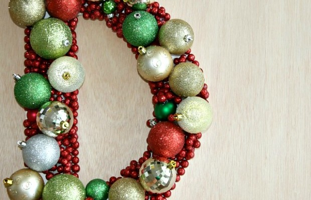 DIY Monogrammed Wreath :: 100 Days of Homemade Holiday Inspiration on HoosierHomemade.com