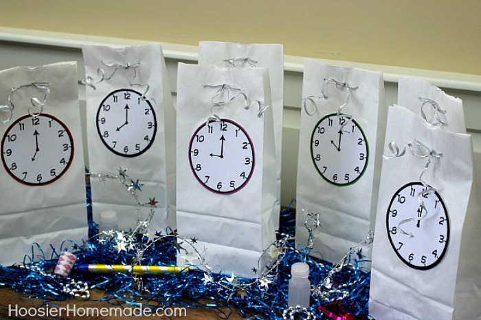 NEW YEAR'S EVE COUNTDOWN GOODIE BAGS with FREE Printable Clocks! Fun for ALL ages!