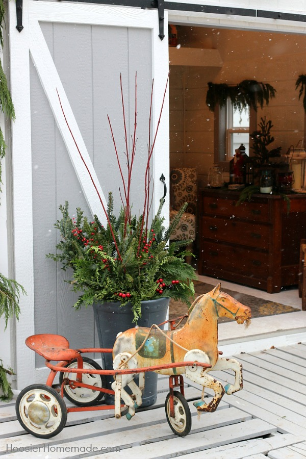 FARMHOUSE CHRISTMAS DECOR -- She Shed Outdoor Christmas Decorations