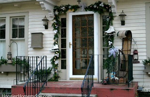 Front Porch Christmas Decorations :: HoosierHomemade.com