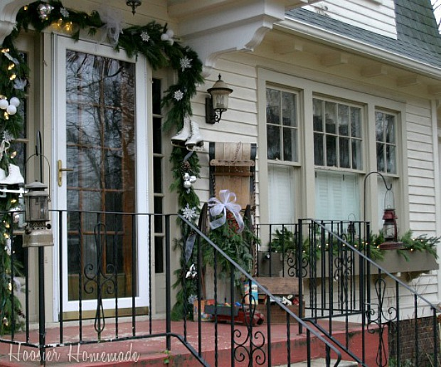 Outdoor christmas decor 100 days of homemade holiday for Outdoor decorating with old windows