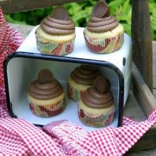 Peanut-Butter-Cup-Cupcakes.close