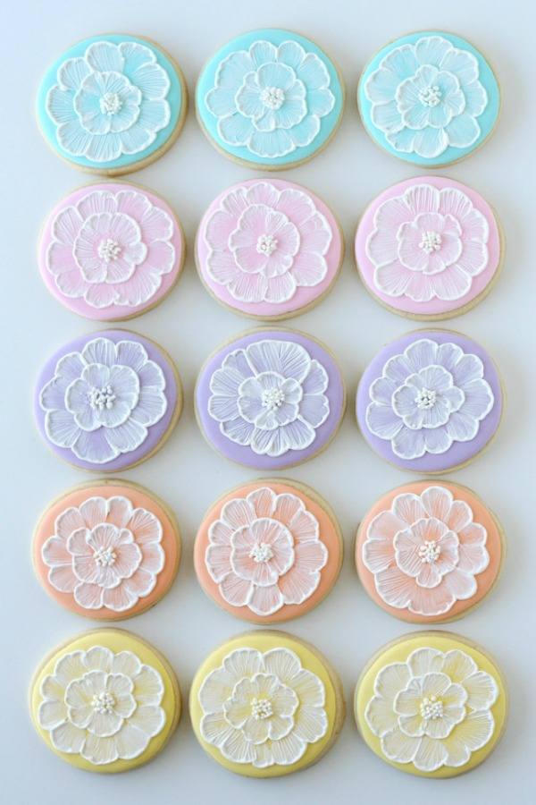 Make these gorgeous sugar cookies with the brush embroidery technique. Perfect for a bridal shower, Spring party or even a birthday party! Be sure to save them to your Recipe Board!