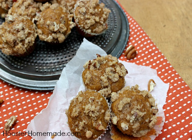 Mini Pumpkin Muffins with Streusel Topping :: Recipe on HoosierHomemade.com