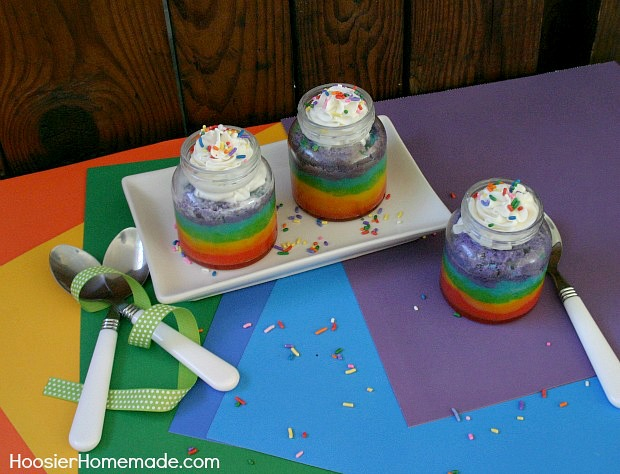 Rainbow Cupcakes in a Jar on HoosierHomemade.com