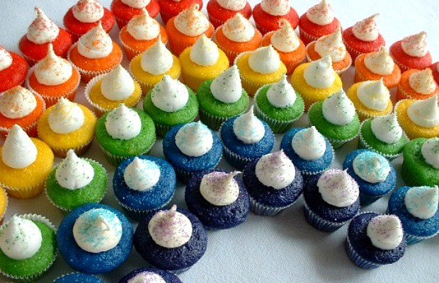 Mini Rainbow Cupcakes | Recipe & Instructions on HoosierHomemade.com