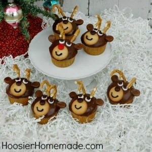 Reindeer Cupcakes :: HoosierHomemade.com