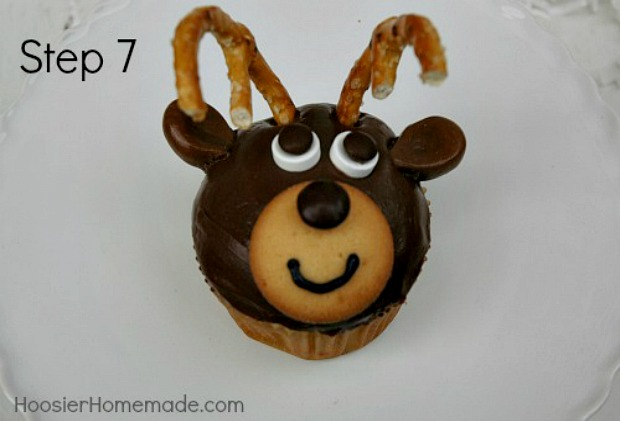 Reindeer Cupcakes : Instructions on HoosierHomemade.com