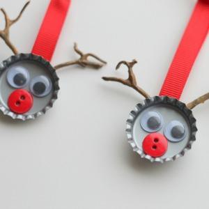 Reindeer Bottlecap Ornaments :: HoosierHomemade.com