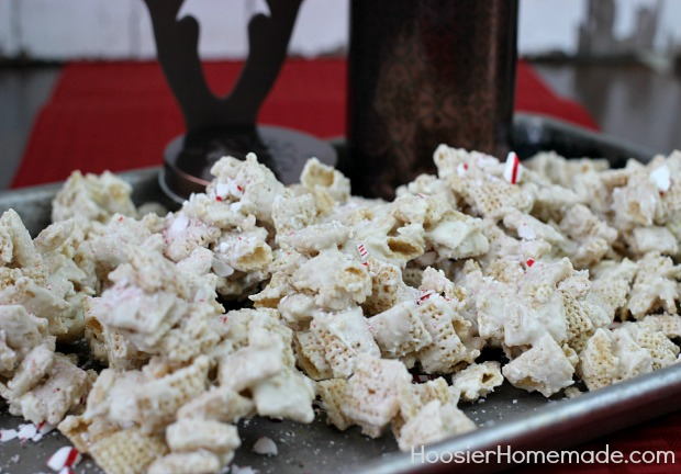Reindeer Food : White Chocolate Peppermint Chex Mix | Recipes and Instructions on HoosierHomemade.com