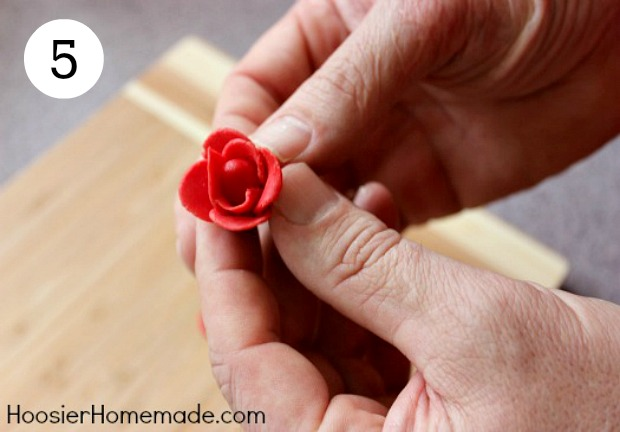 Valentine's Day Cupcakes with Candy Clay Roses | Instructions on HoosierHomemade.com