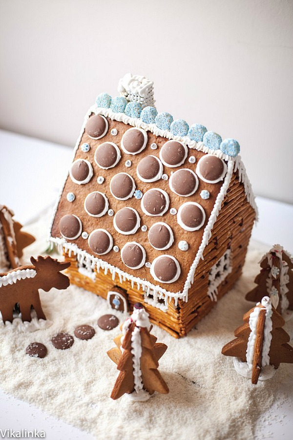 Learn how to make this gorgeous Rustic Log Cabin Gingerbread House! Complete with Gingerbread Recipe! Visit our 100 Days of Homemade Holiday Inspiration for more recipes, decorating ideas, crafts, homemade gift ideas and much more!