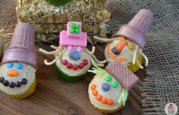 Scarecrow Cupcakes: HoosierHomemade.com