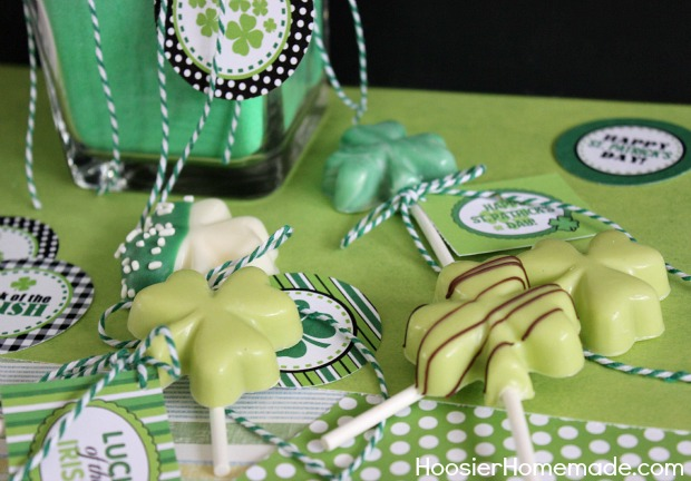 St. Patrick's Day Treat : Shamrock Pops with FREE Printables :: Instructions on HoosierHomemade.com