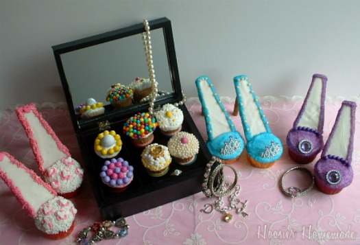 You may also like the Purse Cupcakes I made