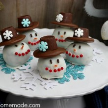 Snowman OREO Cookie Balls:: Recipe and Instructions on HoosierHomemade.com