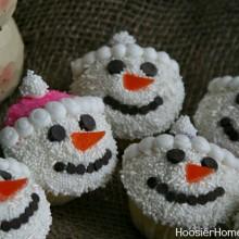Snowmen Cupcakes on HoosierHomemade.com