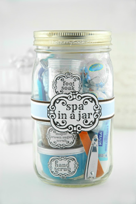 Pamper her and give that special lady this Spa in a Jar! Perfect Christmas gift for her! Pin to your Christmas board!
