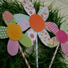 Spring Flower Wreath | HoosierHomemade.com